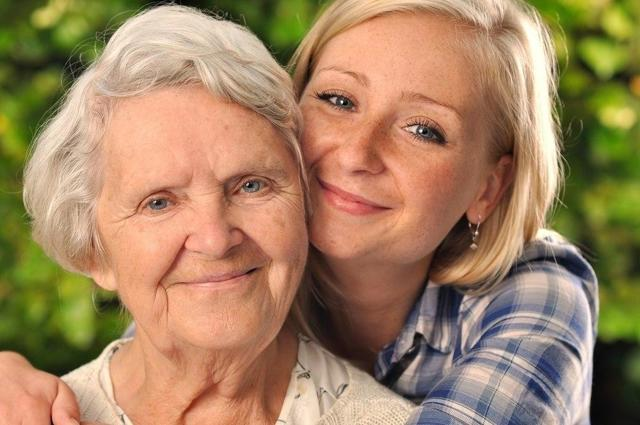 Об уходе за пожилыми людьми старше 80 лет: как правильно оформить