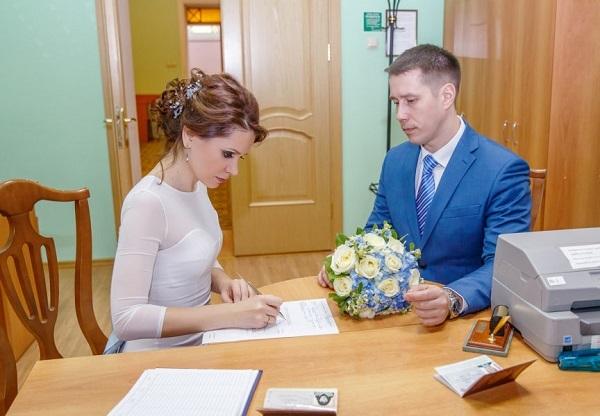О регистрации брака при беременности: как получить справку, подача заявления