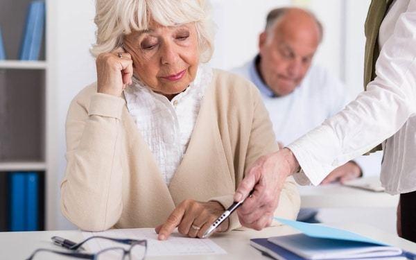 О льготах пенсионерам: какие положены по старости, образец заполнения справки