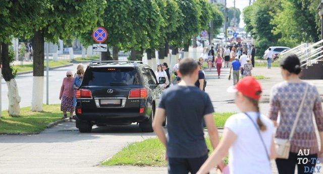 Езда по тротуару, штраф в 2018: размер и сумма наказания, как оплачивать