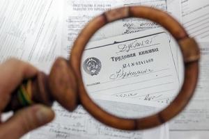О декретном отпуске: входит ли в трудовой и пенсионный стаж, как рассчитывается