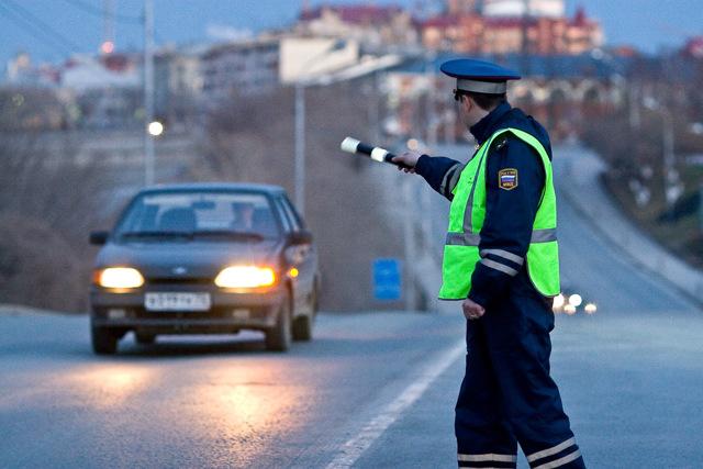 Штраф за не остановку по требованию сотрудника ГИББ: статья, наказание и оплата