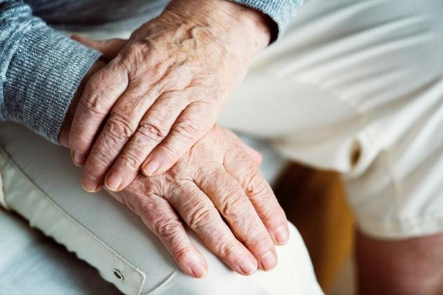 О переходе на пенсию мужа после его смерти: можно ли переоформить