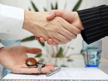 О нотариальной сделке купли-продажи квартиры: оформление договора на недвижимость