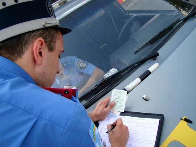 Что делать, если штраф оплачен, но на сайте ГИБДД все равно висит, куда обращаться