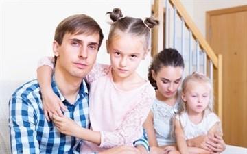Об алиментах с матери ребенка: должна ли мать платить, если проживает с отцом