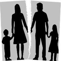 При разводах с кем остается ребенок: кому достанется из родителей, по закону РФ
